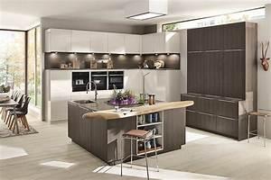 Küche Weiss Modern : moderne k che in wei und holz mit zentralem k chenblock ~ Sanjose-hotels-ca.com Haus und Dekorationen