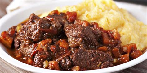 cuisiner une cuisse de chevreuil daube de sanglier à l 39 ancienne recettes femme actuelle