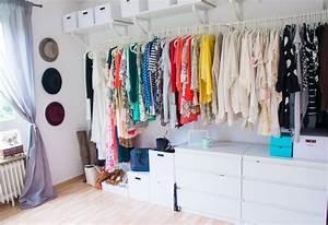 Kommode Mit Kleiderstange : das tolle ankleidezimmer mit kleiderstangen aufbewahrungsboxen und kommoden ankleiderzimmer ~ Indierocktalk.com Haus und Dekorationen
