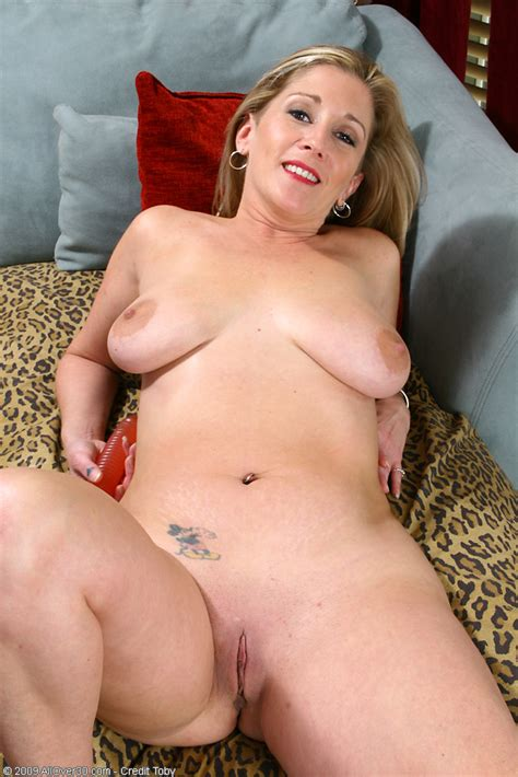 big titted milf with a shaved pussy toys her shaven hole pichunter