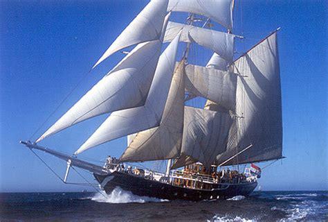 galerie des grands voiliers  de bertrand brelivet
