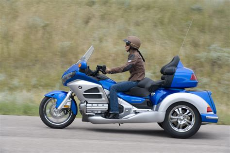 Roadsmith 2012 Gold Wing Trike Review, Ht1800