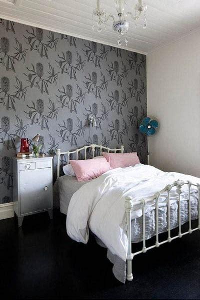 chambre a coucher avec papier peint papier peint de chambre à coucher ou comment dynamiser la