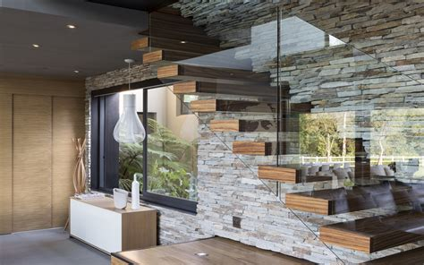 lustre cuisine moderne glass wood stairs wall