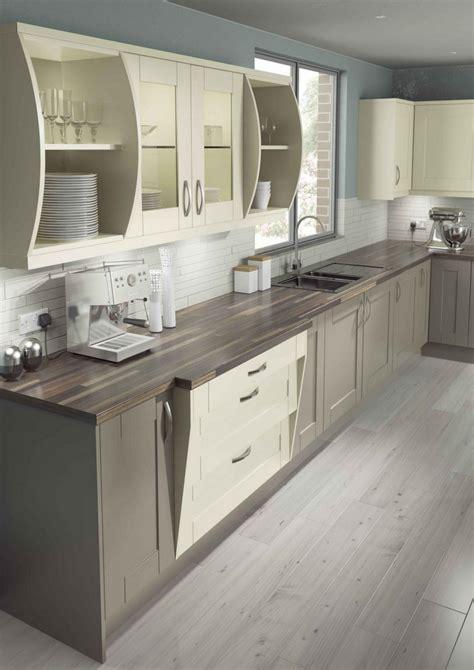 cuisine en et blanc cuisine gris et bois en 50 modèles variés pour tous les goûts
