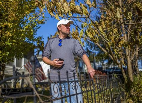 Peoria man photographs houses to spread love for hometown