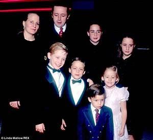 Macaulay Culkin's estranged father Kit 'desperately wanted ...