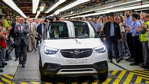 Avis Opel Crossland X : opel c l bre le lancement du crossover crossland x ~ Medecine-chirurgie-esthetiques.com Avis de Voitures