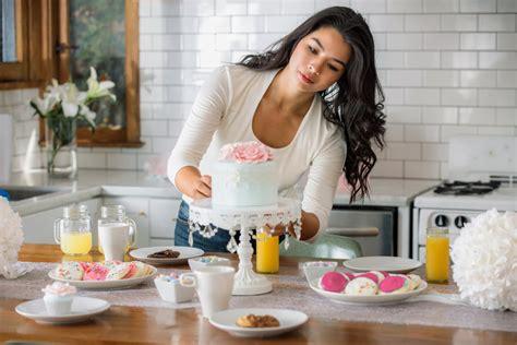 femme qui cuisine comment réussir ses gâteaux cakes et pâtisseries