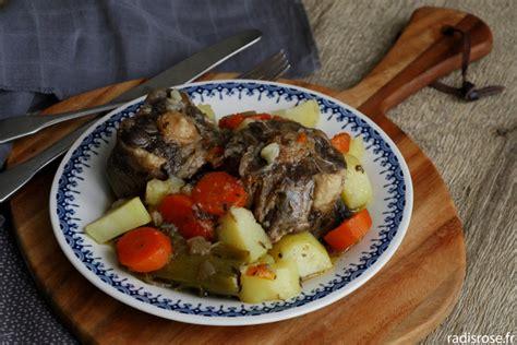 cuisiner la queue de boeuf pot au feu de queue de bœuf radis