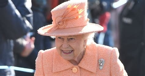 queen elizabeth ii outshone kate megs  wearing