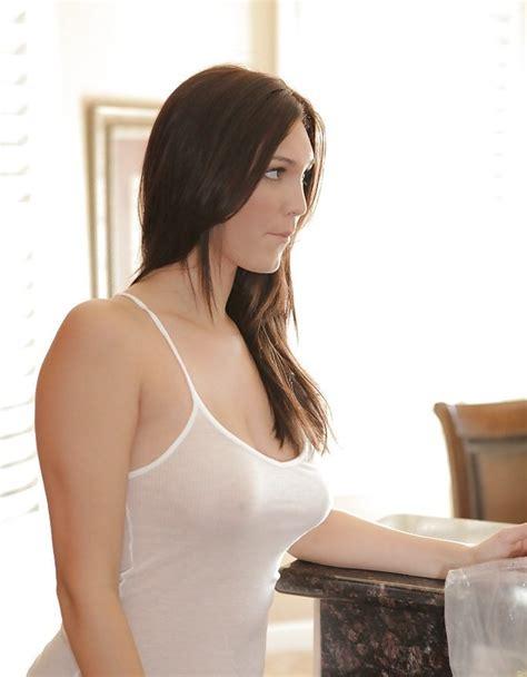 Pasa y mira a la preciosa Holly Michaels Imágenes en