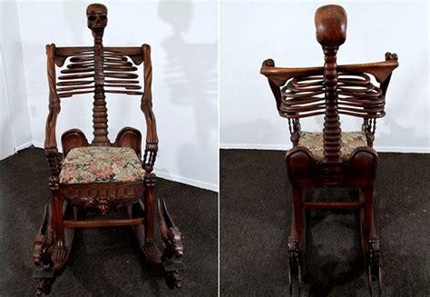 foto de В объятиях скелета Кресла ужастики Skeleton Rocking Chairs