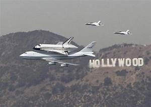 Endeavour lands at LAX after aerial tour - The Boston Globe