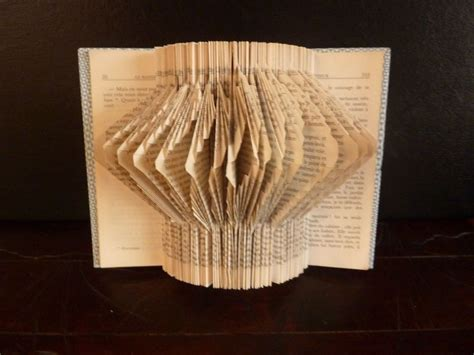 pliage de vieux livres 17 best images about pliage de livre on livres used books and trees