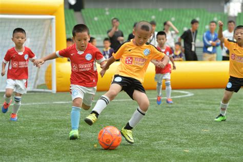 preschool program teaches how to play soccer with a 451 | f8bc126d97c41ac3dbb524