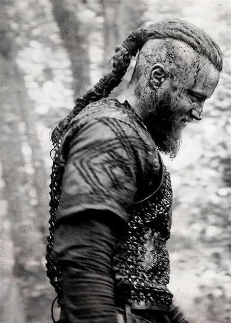ragnar lothbroks hairstyle  vikings