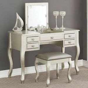 Vanity Table With Mirror And Drawers by Bedroom Makeup Vanity Table Flip Up Mirror Drawers