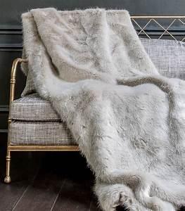 Plaid Blanc Fourrure : plaid fausse fourrure luxe persan plaid addict vente en ligne de plaid en cadeau de mariage ~ Teatrodelosmanantiales.com Idées de Décoration