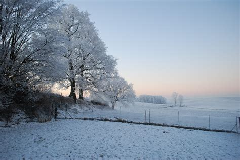 Forecasters predict cold weather and possible snow showers ...
