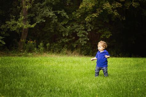 outdoor family portraits  serena gundy park  bright