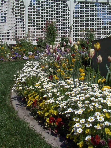 custom plantings premium landscape makeovers