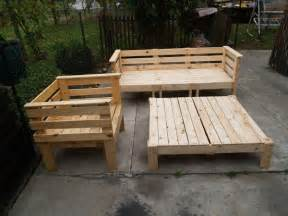 building outdoor furniture from pallets