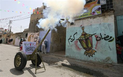 siege multimedia ramadan mubarak despite siege gazans welcome holy month