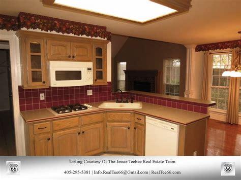 10x11 kitchen designs kitchen 10x11 breakfast bar pantry 13901 wellsburg 1004