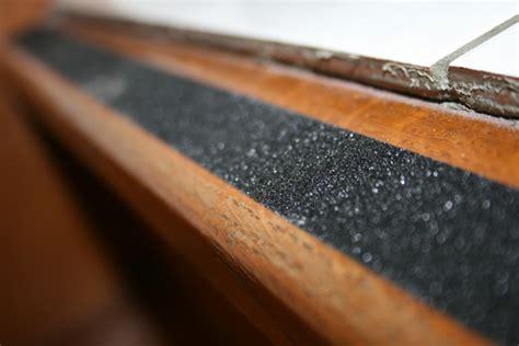 escalier en bois glissant comment le rendre moins