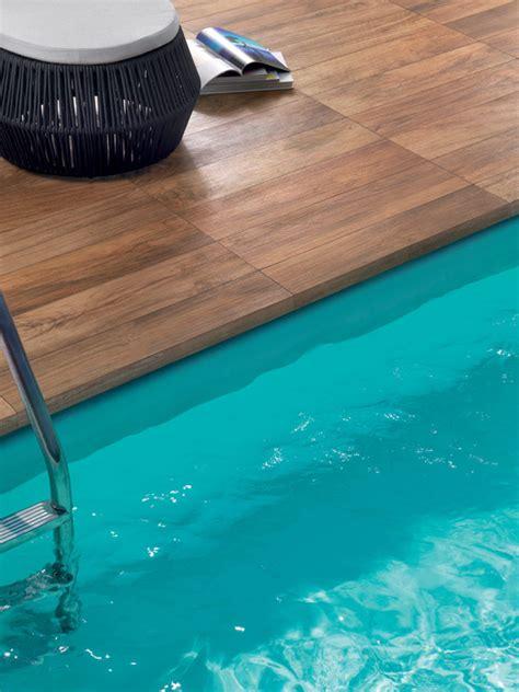 margelle piscine imitation bois terrasse piscine carrelage imitation bois