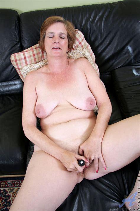 Short Hair Mature Lady Masturbating Herself For Fun Porn Tv