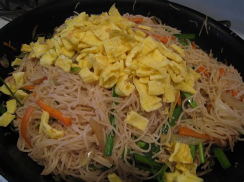 chicken chow mei fun rice noodles