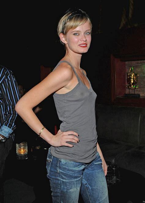 Sara Paxton Small Perky Under Shirt