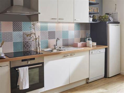 restaurer sa cuisine renover sa cuisine en bois papier peint chambre fille