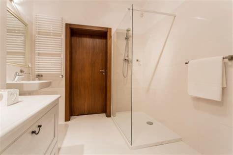 Badezimmer Modern Nur Mit Dusche by Kleines Bad Dachschr 228 Diese Duschen L 246 Sen 5 Platz