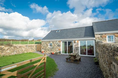 cottage holidays uk farm cottage on the llyn peninsula gorlan