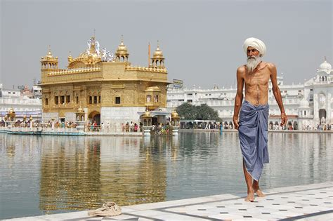 Filesikh Pilgrim At The Golden Temple Harmandir Sahib