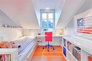 Möbel Für Schrägen : jugendzimmer mit dachschr ge wei e m bel hellgraue wandfarbe und rote akzente ~ Indierocktalk.com Haus und Dekorationen