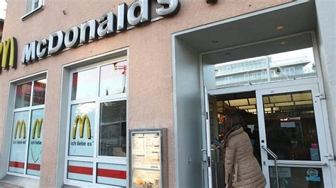 siege mcdonald mcdonald 39 s am bahnhof in siegen auf dem abstellgleis