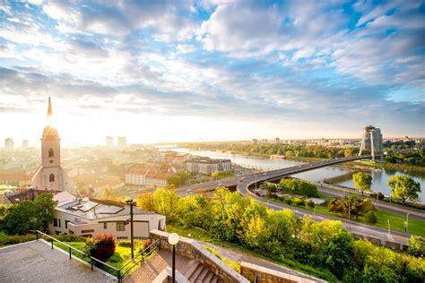 Foto arzt drk sanitäter slowakei österreich semmering zug skalite kebla. Bratislava, die Hauptstadt der Slowakei | Urlaubsguru