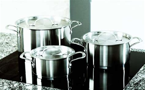 types  toxic cookware    immediately replace   safe alternatives