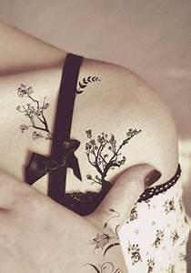 Tatouage Arbre Japonais : tatouage fin et discret femme arbre japonais epaule ~ Melissatoandfro.com Idées de Décoration
