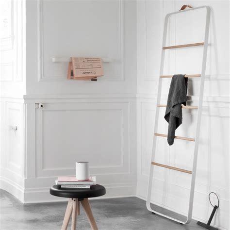 Bath Rug Hanger
