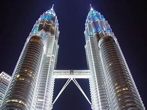 Base Jumping Petronas Twin Towers Kuala Lumpur Malaysia