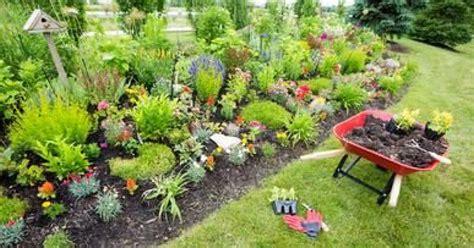 evier de cuisine en aménagement de jardin potager fleurs arbres pelouses