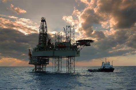 minyak mentah indonesia turun tajam tagar