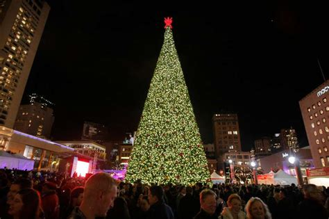 times square christmas tree live quot union square at macy s 2016 great tree lighting quot sfgate