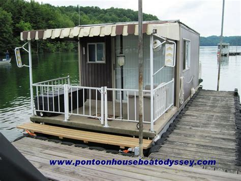Pontoon Houseboat Prices by 1000 Ideas About Pontoon Boating On Pontoons