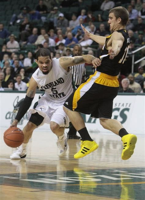 cleveland state mens basketball team loses  milwaukee